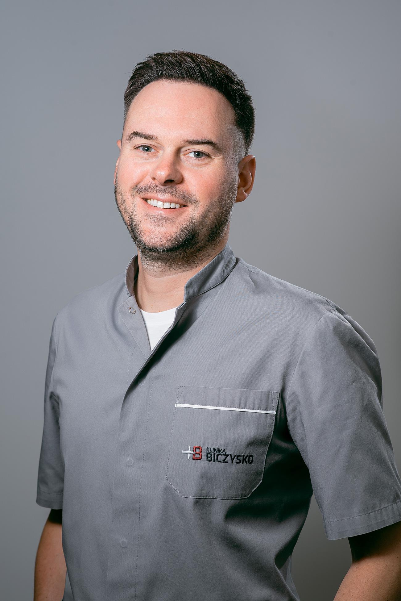 lekarz stomatolog<br> chirurgia stomatologiczna<br> implantologia<br><br>